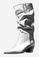 http://retouching.nikkigraziano.com/files/gimgs/th-49_2895-37F BDY_BGM GIANVITO ROSSI BOOT.jpg